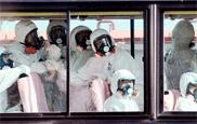 Фукусима - репортеры из окна автобуса в защитном снаряжении